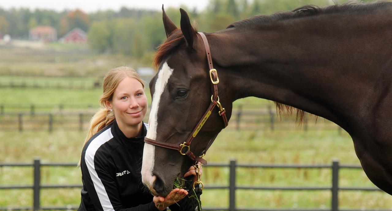 Jasmine Ising och Ester Wibb. Foto Adam Ström/Stalltz.se
