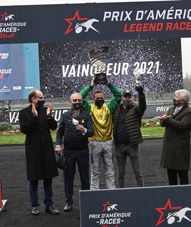 Jubel efter segern i Prix d'Amérique med Face Time Bourbon. Foto: Gerard Forni