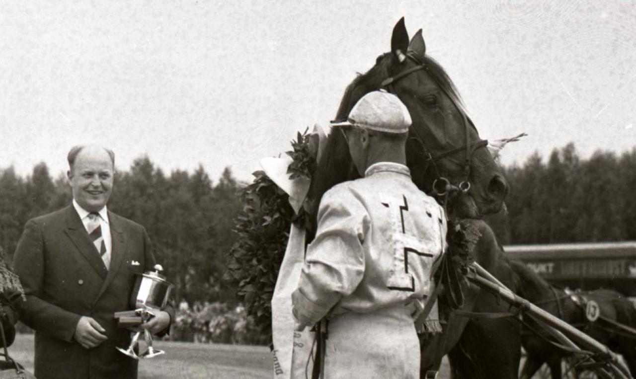 STC:s tidigare ordförande Gösta Valentin (Stall Hernö) köpte Dimitria 1978 och sedan lade han grunden till Face Time Bourbon. Foto: stalltz.se