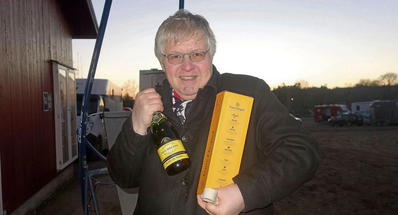 Blir det champagne för Per Erik Hagen på söndag efter Elitlloppet? Foto TGN